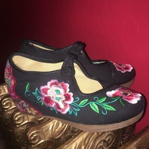 Shoes - Embroidered Geisha Wedges.